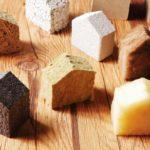 unterschiedliche ökologische Dämmstoffe in Hausform