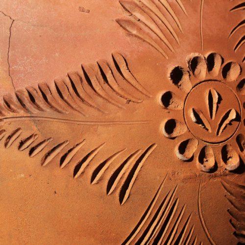 Lehmbau: Muster im Lehm