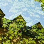 Energie erzeugen und die Natur schützen - Spiegelung eines Hauses am See