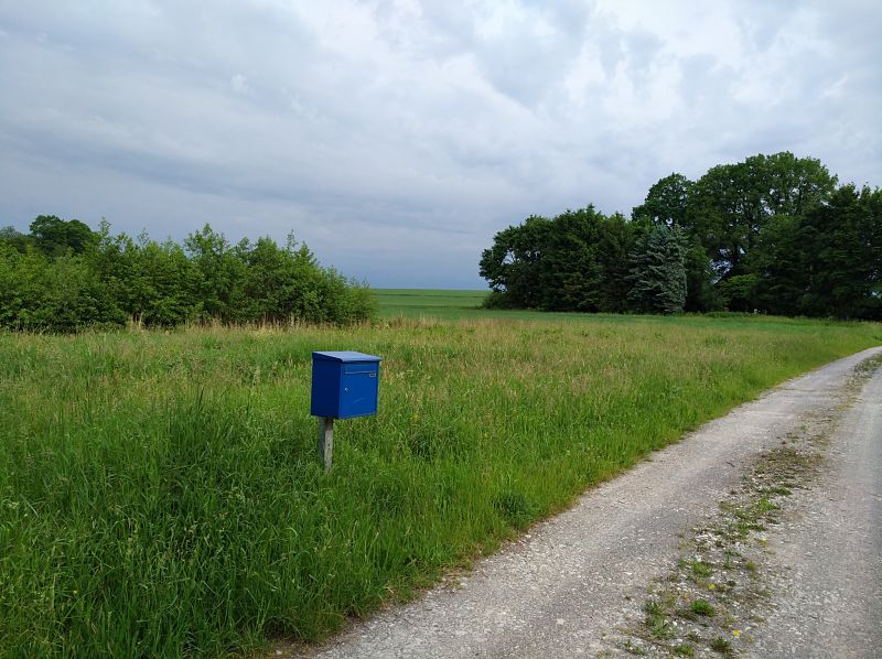 Freies Grundstück mit Briefkasten: vor der Hausplanung