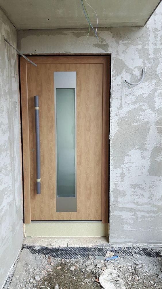 frisch eingesetzte Haustür