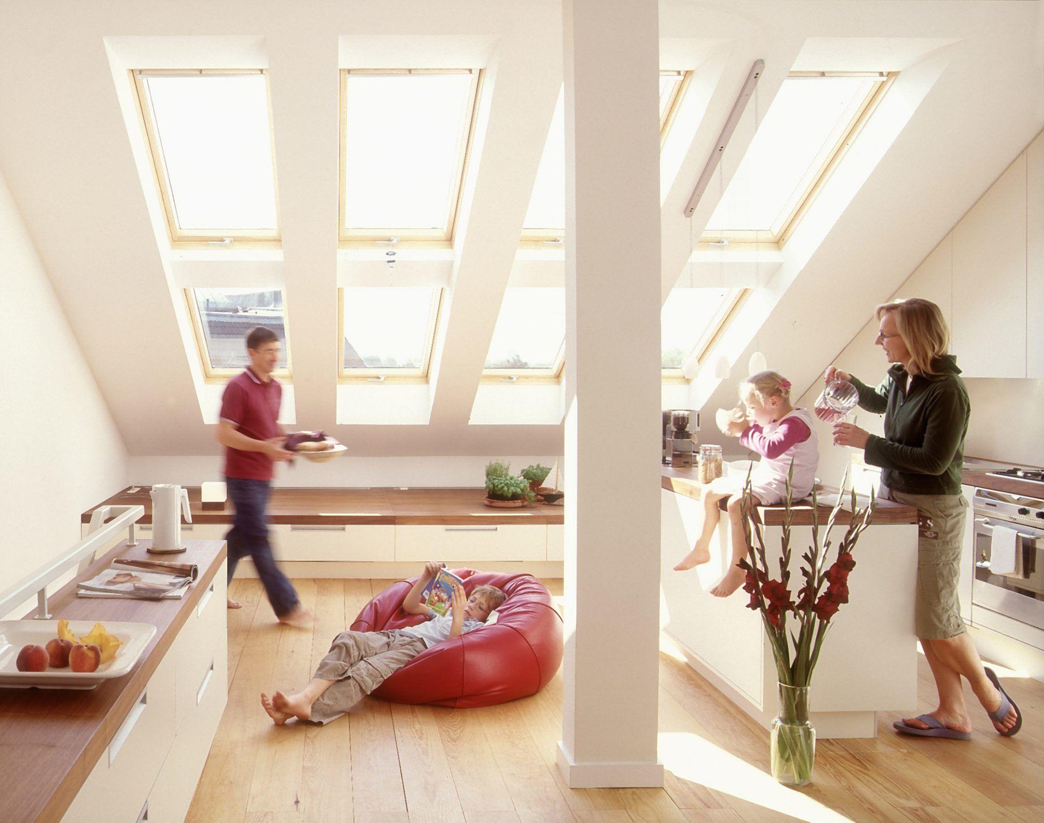 Innenansicht Dachschräge mit großem Fenster