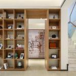 Treppe und Bücherregal