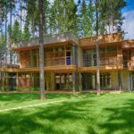 Holz- und Ziegelfassade in einem